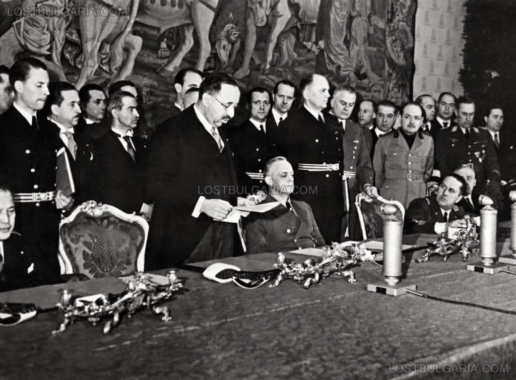 България влиза в Тристранния пакт